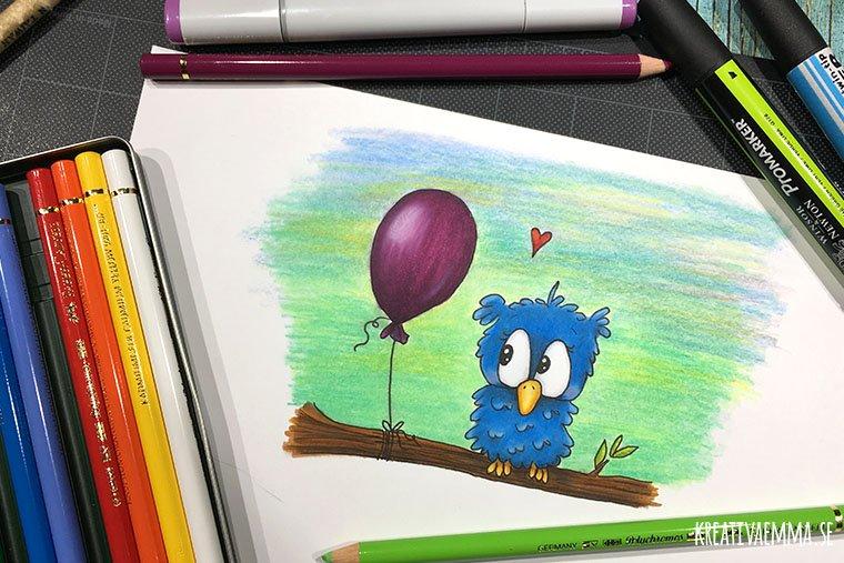 blå uggla med ballong tecknad